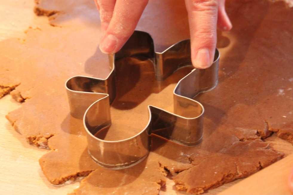 pressing-the-gingerbread-man-coockie-cutter-down