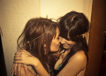 lesbianlove2.jpg